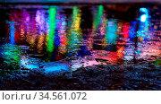 Bunter Lichter von Kirmes reflektieren in Pfütze als abstrakter Hintergrund... Стоковое фото, фотограф Zoonar.com/Robert Kneschke / age Fotostock / Фотобанк Лори