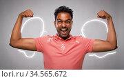 indian man showing biceps over grey background. Стоковое видео, видеограф Syda Productions / Фотобанк Лори