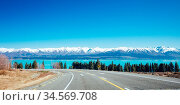 Roads and driving around Lake Pukaki on a clear sunny spring day in... Стоковое фото, фотограф Zoonar.com/Chris Putnam / easy Fotostock / Фотобанк Лори