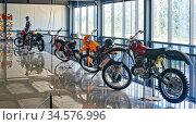 Экспозиция спортивных мотоциклов для мотокросса. Музей мотоциклов. Редакционное фото, фотограф Макаров Алексей / Фотобанк Лори