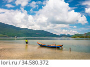 Lang Co Bay on a hot summer's day near Hai Van Pass in central Vietnam. Стоковое фото, фотограф Zoonar.com/Chris Putnam / easy Fotostock / Фотобанк Лори