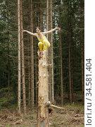 Lisa performing outdoor. Model release. Sweden. Photo: André Maslennikov. Стоковое фото, фотограф Andre Maslennikov / age Fotostock / Фотобанк Лори