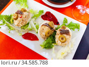 Stuffed eggs with cheese filling and olives, served with lettuce. Стоковое фото, фотограф Яков Филимонов / Фотобанк Лори