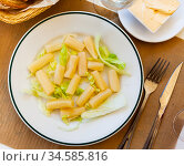 Boiled asparagus on plate served with mayonnaise. Стоковое фото, фотограф Яков Филимонов / Фотобанк Лори