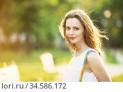 Fashionable blonde girl walking in a city park. Стоковое фото, фотограф Nataliia Zhekova / Фотобанк Лори
