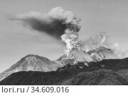 Mountain landscape, dramatic view of eruption of volcano, plume of gas, steam, ashes from crater. Стоковое фото, фотограф А. А. Пирагис / Фотобанк Лори