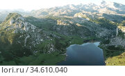 Aerial view of Serene landscape with one of Lakes of Covadonga and mountain range in summer day. Стоковое видео, видеограф Яков Филимонов / Фотобанк Лори