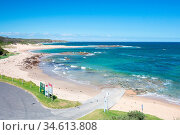 The popular beach side town of Cape Paterson on a hot summer's day... Стоковое фото, фотограф Zoonar.com/Chris Putnam / easy Fotostock / Фотобанк Лори