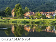 Weser river and Hemeln, outlying village of the town of Hann. Münden... Стоковое фото, фотограф Peter Schickert / age Fotostock / Фотобанк Лори