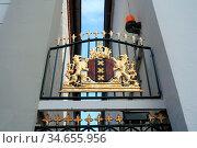 Wappen am Tor. Leer, Ostfriesland. Стоковое фото, фотограф Zoonar.com/Gabriele Sitnik-Schmach / easy Fotostock / Фотобанк Лори