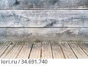 Altes Holz als Wand Hintergrund mit Planken auf dem Boden. Стоковое фото, фотограф Zoonar.com/Robert Kneschke / age Fotostock / Фотобанк Лори