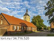 Die Kirche in Buch, Ortsteil von Tangermünde, Sachsen-Anhalt, Deutschland... Стоковое фото, фотограф Peter Schickert / age Fotostock / Фотобанк Лори