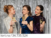happy women toasting champagne glasses at party. Стоковое фото, фотограф Syda Productions / Фотобанк Лори