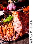 Delicious pulled pork with baked potato quarters. Стоковое фото, фотограф Zoonar.com/Darius Dzinnik / easy Fotostock / Фотобанк Лори
