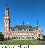 Гаага, Нидерланды. Дворец мира - официальная резиденция Международного суда ООН (2015 год). Стоковое фото, фотограф Михаил Марковский / Фотобанк Лори
