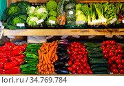 Organic vegetables displayed in grocery. Стоковое фото, фотограф Яков Филимонов / Фотобанк Лори