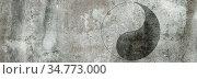 Das Yin-Yang-Symbol auf Wand- und Steintexturen in Farbtönen von Grau... Стоковое фото, фотограф Zoonar.com/wolfgang rieger / easy Fotostock / Фотобанк Лори