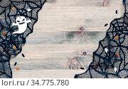 Хэллоуин, праздничный фон. Halloween background. Spider web, cobweb lace and spooky ghost decorations, symbols of Halloween. Стоковое фото, фотограф Зезелина Марина / Фотобанк Лори
