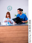 The two doctors working at the reception in the hospital. Стоковое фото, фотограф Zoonar.com/Elnur Amikishiyev / easy Fotostock / Фотобанк Лори