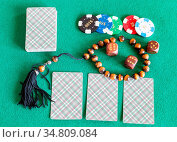 Top view of card decks, dices, casino tokens and worry beads on green... Стоковое фото, фотограф Zoonar.com/Valery Voennyy / easy Fotostock / Фотобанк Лори
