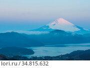 Mountain Fuji in winter sunrise at Hakone Lake. Стоковое фото, фотограф Zoonar.com/Vichaya Kiatying-Angsulee / easy Fotostock / Фотобанк Лори
