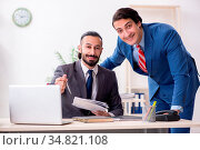 Two male colleagues in the office. Стоковое фото, фотограф Zoonar.com/Elnur Amikishiyev / easy Fotostock / Фотобанк Лори
