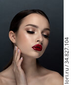 Portrait of young beautiful woman with red lips. Стоковое фото, фотограф Людмила Дутко / Фотобанк Лори