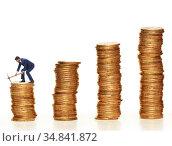 The cryptocurrency concept with businessman mining money. Стоковое фото, фотограф Elnur / Фотобанк Лори