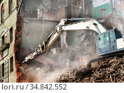Excavator loader machine at demolition construction site. Стоковое фото, фотограф Александр Сергеевич / Фотобанк Лори