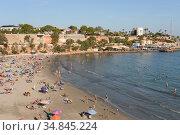 Пляж Плайя де Кабо Ройг в Ориуэла Коста. Испания (2018 год). Редакционное фото, фотограф Free Wind / Фотобанк Лори