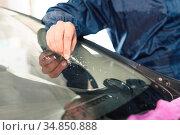 Close up Car glaze worker fixing and repairing a windshield or windshield... Стоковое фото, фотограф Zoonar.com/Ian Iankovskii / easy Fotostock / Фотобанк Лори