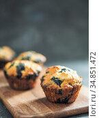 Homemade blueberry muffins on dark background. Стоковое фото, фотограф Ольга Сергеева / Фотобанк Лори