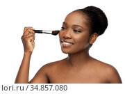 woman with make up brush applying blush to face. Стоковое фото, фотограф Syda Productions / Фотобанк Лори