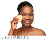 young woman cleaning face with exfoliating sponge. Стоковое фото, фотограф Syda Productions / Фотобанк Лори