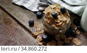 Jar filled with wheat flakes and blueberries 4k. Стоковое видео, агентство Wavebreak Media / Фотобанк Лори