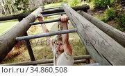 Military soldiers climbing monkey bars 4k. Стоковое видео, агентство Wavebreak Media / Фотобанк Лори