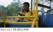 Woman using mobile phone while travelling in bus 4k. Стоковое видео, агентство Wavebreak Media / Фотобанк Лори