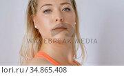 Woman doing exercise in fitness studio 4k. Стоковое видео, агентство Wavebreak Media / Фотобанк Лори