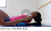 Woman stretching in fitness studio 4k. Стоковое видео, агентство Wavebreak Media / Фотобанк Лори