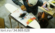 Man using spray painting on a paper 4k. Стоковое видео, агентство Wavebreak Media / Фотобанк Лори