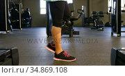 Senior woman walking in fitness studio 4k. Стоковое видео, агентство Wavebreak Media / Фотобанк Лори