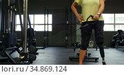 Senior woman doing triceps exercise in fitness studio 4k. Стоковое видео, агентство Wavebreak Media / Фотобанк Лори