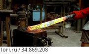 Blacksmith shaping hot metal rod in machine 4k. Стоковое видео, агентство Wavebreak Media / Фотобанк Лори