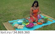 Young woman looking garland in lawn 4k. Стоковое видео, агентство Wavebreak Media / Фотобанк Лори
