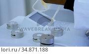 Laboratory technician analyzing blood plasma 4k. Стоковое видео, агентство Wavebreak Media / Фотобанк Лори
