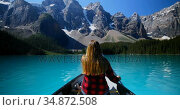 Woman rowing a boat in river at countryside 4k. Стоковое видео, агентство Wavebreak Media / Фотобанк Лори