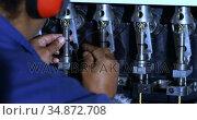 Worker working in rope making industry 4k. Стоковое видео, агентство Wavebreak Media / Фотобанк Лори