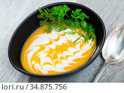 Cooked homemade tasty pumpkin and ginger cream soup in bowl. Стоковое фото, фотограф Яков Филимонов / Фотобанк Лори