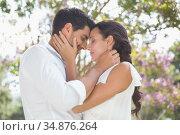 Attractive couple holding each other close. Стоковое фото, агентство Wavebreak Media / Фотобанк Лори