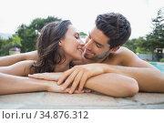 Attractive couple kiss at poolside. Стоковое фото, агентство Wavebreak Media / Фотобанк Лори